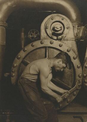 Lewis Wickes Hine (1874–1940), Steamfitter, 1921, Gelatin silver print