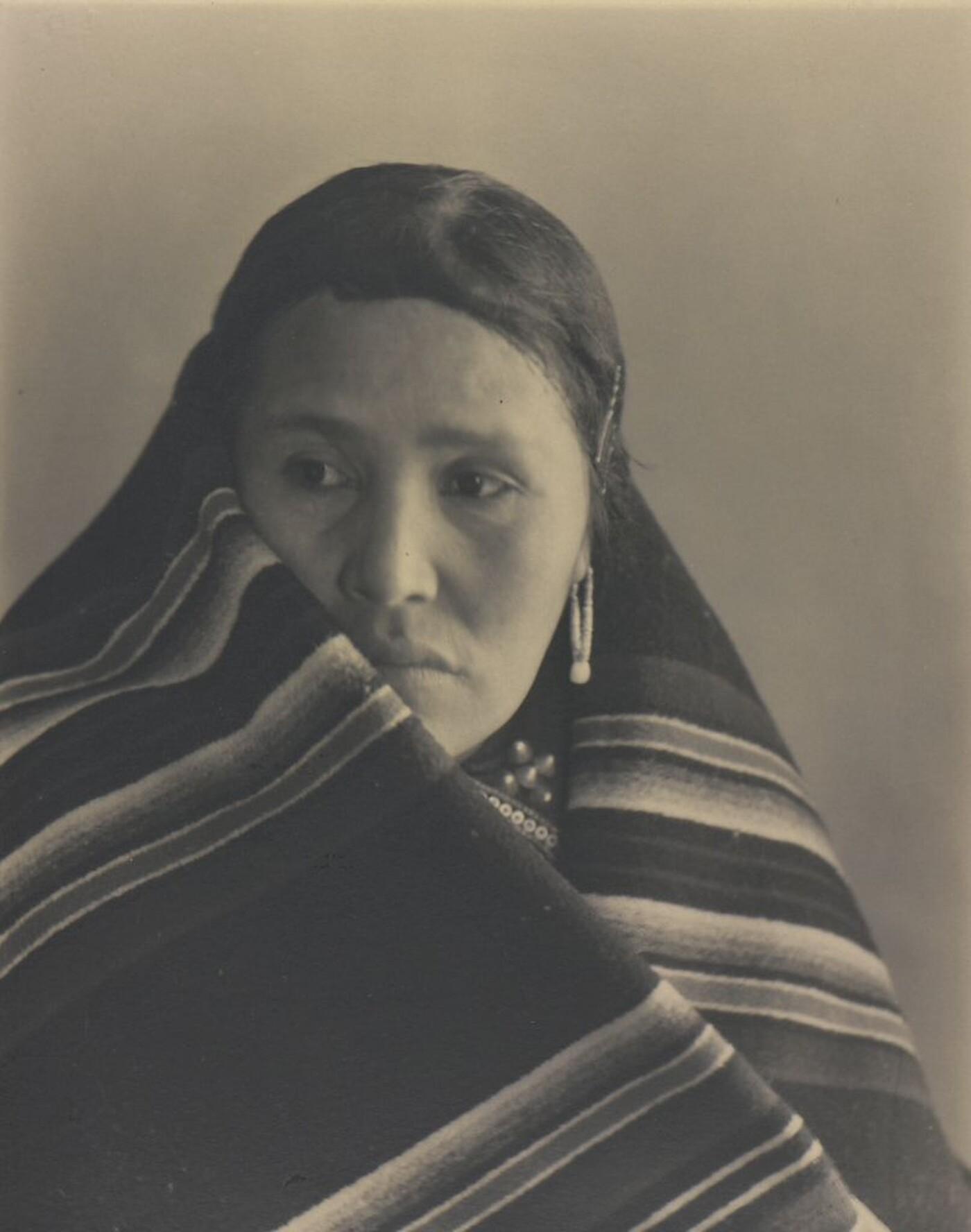 Laura Gilpin (1891–1979), Mrs. Francis Nakai, 1932