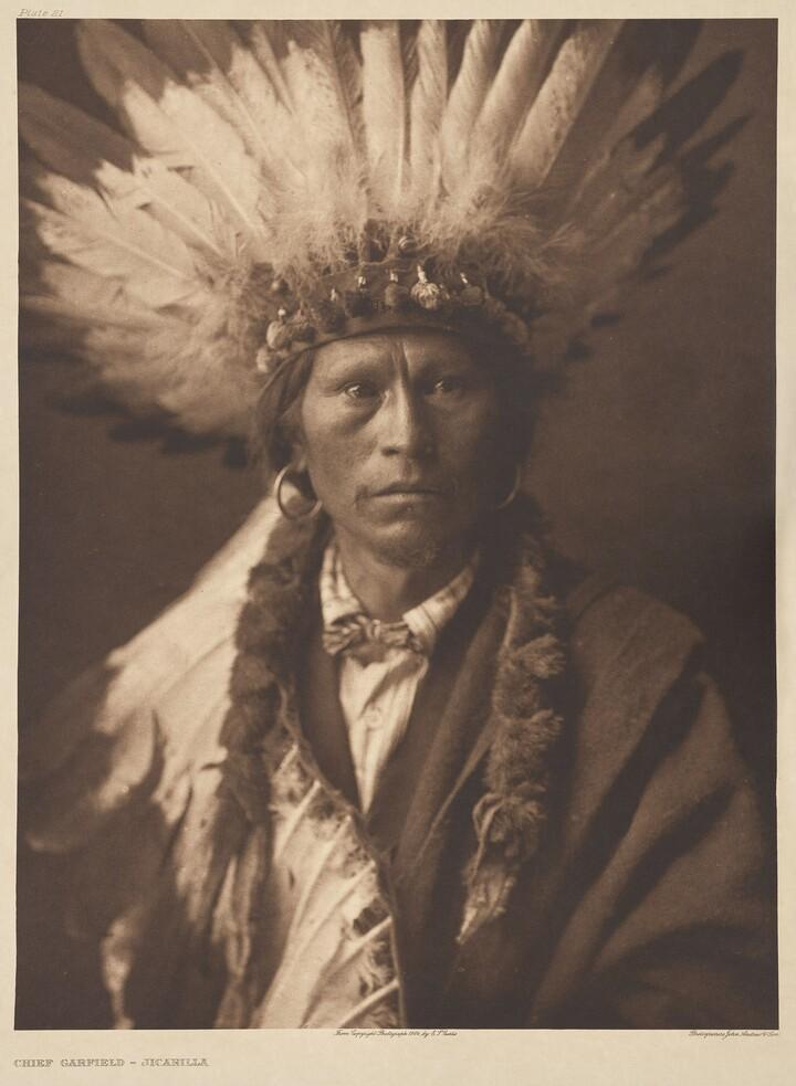 Edward S. Curtis (1868–1952), John Andrew & Son, Chief Garfield - Jicarilla, ca. 1907, Photogravure